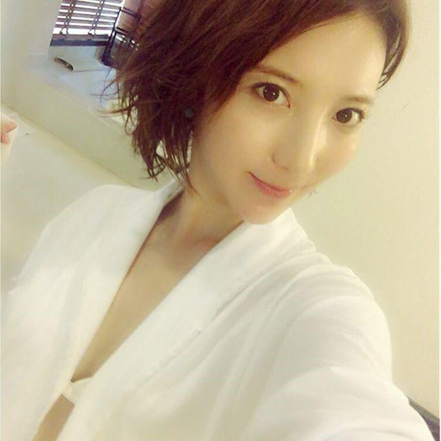 ウーバーイーツ美女の堀みづきの白い水着