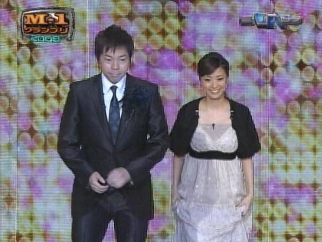 上戸彩のM1歴代衣装・ドレス画像:2009年