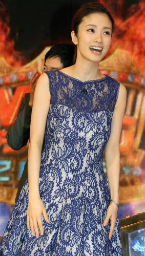 上戸彩のM1歴代衣装・ドレス画像:2015年