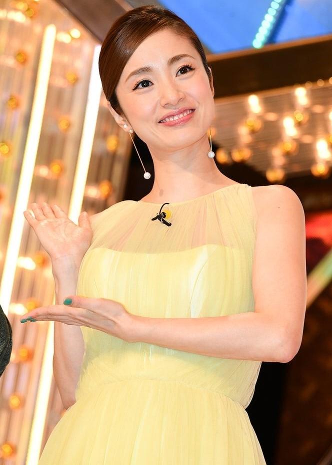上戸彩のM1歴代衣装・ドレス画像:2019年