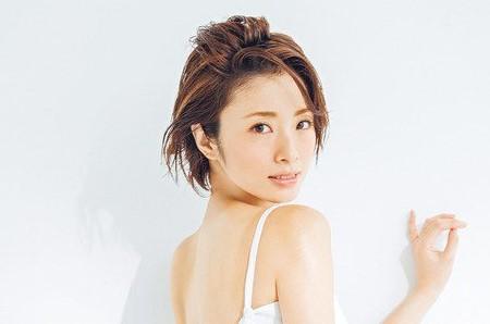 上戸彩のM1歴代衣装・ドレス