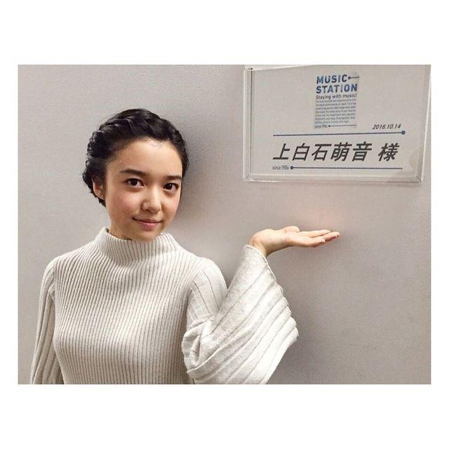 上白石萌音のニット・ムネ・バスト