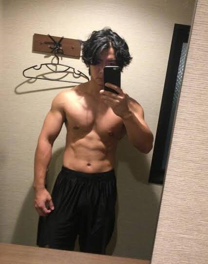 野田クリスタルの筋肉が凄い画像