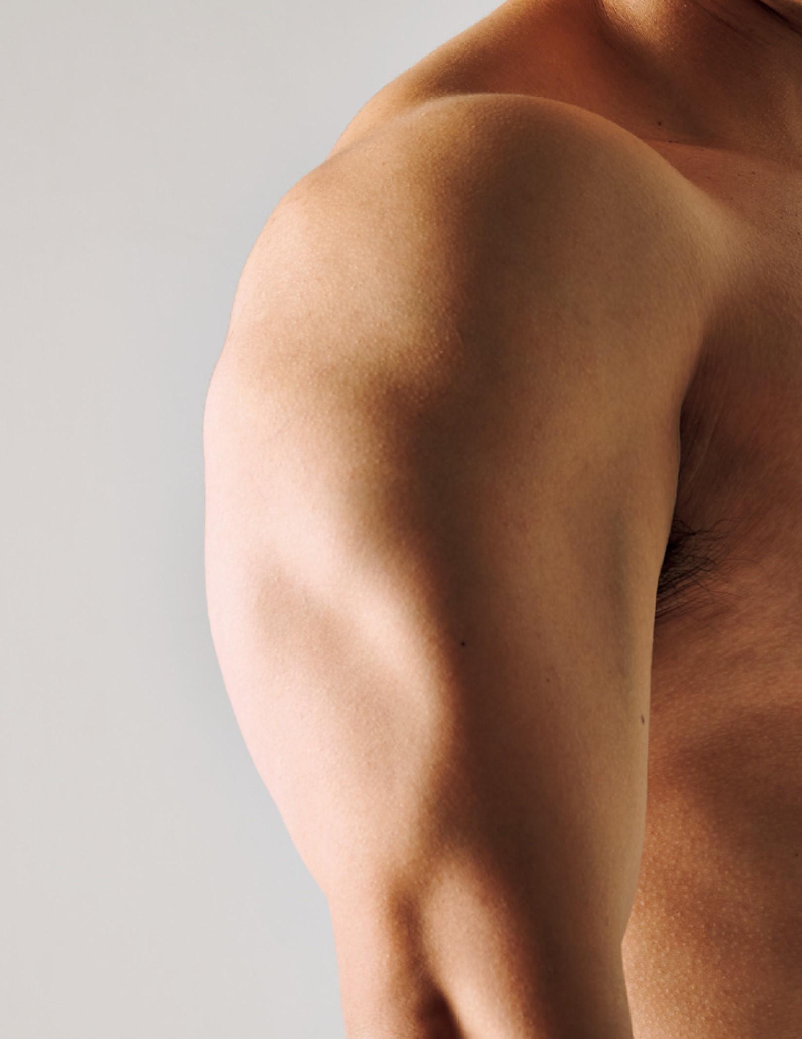 野田クリスタルの筋肉、上腕三頭筋