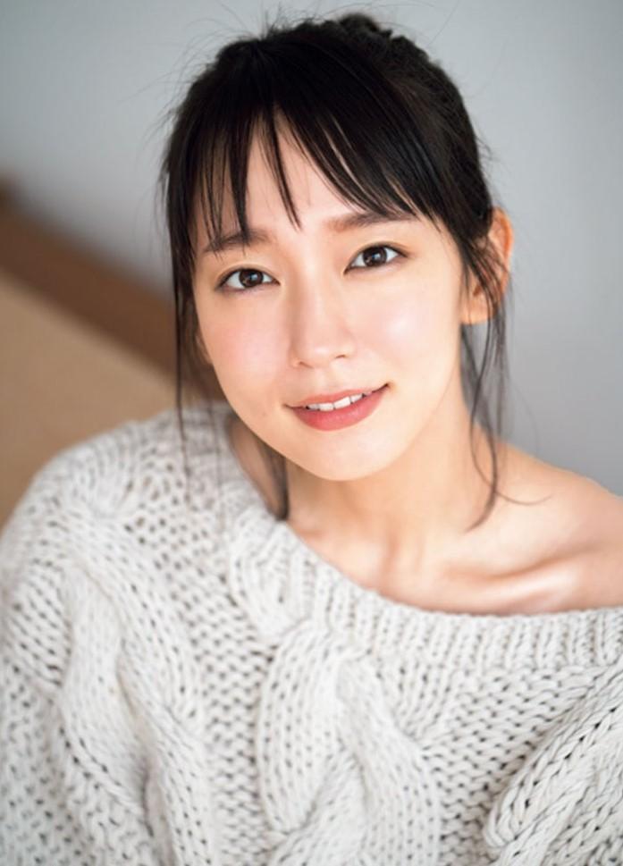 吉岡里帆のニット・カップ・スタイル・バスト