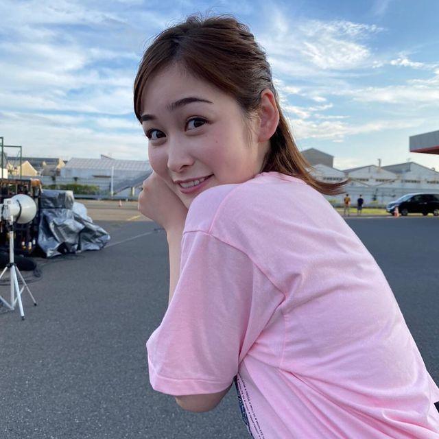 岩田絵里奈のTシャツ・水着