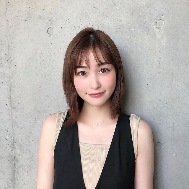 岩田絵里奈アナのノースリーブ・ちらり