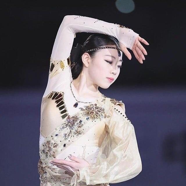紀平梨花のカップ・フィギュア衣装
