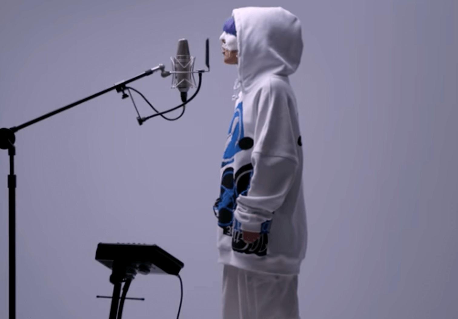 歌手yamaの全身画像