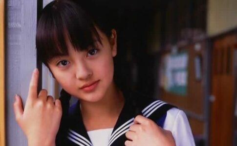 新田真剣佑の彼女・岡本奈月の高校時代
