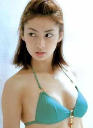 伊東美咲の昔の写真:水着
