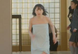 桜井日奈子のバスタオル