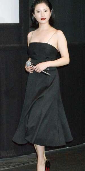 吉高由里子ドレス